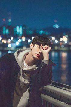 Ong seongwoo wanna one kpop wallpaper Korean Boys Ulzzang, Cute Korean Boys, Cute Boys, Ong Seung Woo, First Boyfriend, Cha Eun Woo Astro, K Wallpaper, Park Hyung Sik, Boy Photography Poses