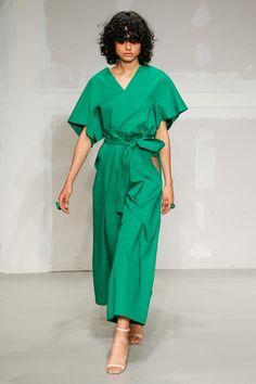 2018 봄/여름 밀라노패션위크는 파워풀 우먼과 호화로운 스팽글 장식, 그리고 과거에 대한 찬사가 이어진 6일간의 대장정이었다. 이번 시즌 밀라노 패션위크 디자이너들이 제시한 트렌드 키워드 8가지를 소개한다