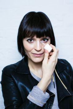 Vanessa Rozan te ensina a usar o iluminador, perfeito para os dias mais cinzentos
