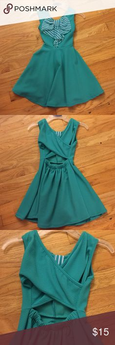 New Without Tags. Girls Knit Dress size 6 Adorable teal knit dress!! Tags are off, but it has never been worn!! Cute striped bow in front and a racer back. It is so cute on--but we never wore it before outgrowing it. Size 6 Dresses Casual
