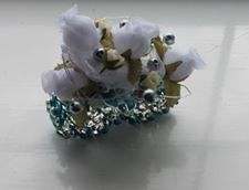 Traditional wrist corsage