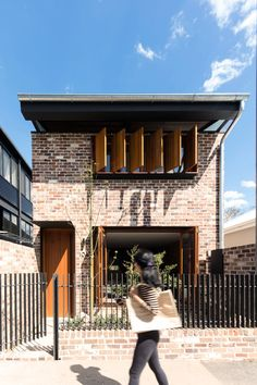 The property for the Sydney-based Truss House has an industrial past, which led Carterwilliamson Architects to incorporate salvaged roof trusses. Industrial House, Modern Industrial, Industrial Shelving, Industrial Office, Industrial Design, Industrial Closet, Industrial Bookshelf, Industrial Windows, Industrial Restaurant