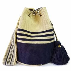 $89.90-$92.90 #Wayuubags. Large Wayuu bag are your go-to comfortable cross-body bags for the beach and the city. You can't have just one! All Wayuu bags come with a handwritten postcard, and little gift. The time required to elaborate a Wayuu Mochila varies from 10-15 days. Tapestry Crochet Patterns, Knit Patterns, Crochet Stitches, Knit Crochet, Crochet Hats, Hooded Scarf Pattern, Crochet Hooded Scarf, Hello Kitty Crochet, Tapestry Bag