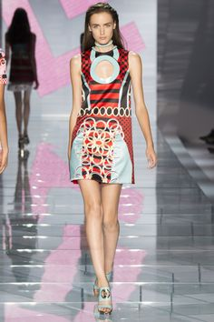 Milan Fashion Week Day 3 Versace Spring/Summer 2015 Ready to wear 19 September 2014 Versace 2015, Josephine Le Tutour, Milano Fashion Week, Milan Fashion, Fashion Show, Fashion Design, Women's Fashion, Fashion Ideas, Luxury Fashion
