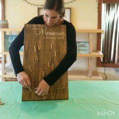 DIY Picture Memory Board Tutorial Learn how to make your own wood sign! This tutorial shows you how to make a picture holder memory b board DIY diybracelets diycandles diycuadernos diycuarto diydco diydecorao diyfacile diygegenlangeweile diyideen diyk Diy Tumblr, Photo Deco, Diy Vintage, Picture Holders, Photo Holders, Diy Wood Signs, Painted Pallet Signs, Pallet Board Signs, Wood Signs Home Decor