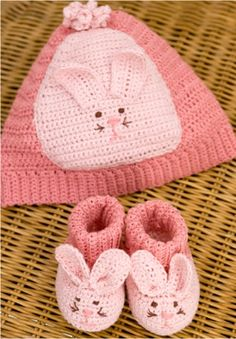 Free Pattern Friday: Crochet Baby Booties & Hat from Red Heart