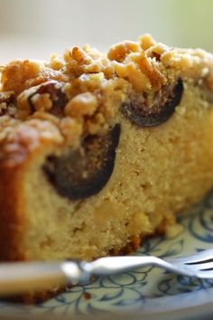 A fabulous Fresh Fig Cake with Crumb Topping! The perfect brunch recipe for late summer or early fall entertaining. So moist and delicious with that crunchy crumb topping and juicy figs! Fig Recipes, Easy Cake Recipes, Easy Desserts, Dessert Recipes, Fresh Fig Cake Recipe, Fig Preserves Recipe, Fig Dessert, Asian Cake, Fall Cakes