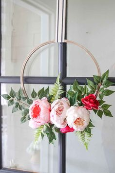 I created this DIY: Modern Spring Floral Hoop Wreath. And let me tell you, this was one of the easiest wreaths to make and I just adore it! DIY Spring Floral Embroidery Hoop Wreath from Modern Glam! Diy Spring Wreath, Diy Wreath, Spring Crafts, Spring Front Door Wreaths, Spring Art, Diy Décoration, Diy Crafts, Diy Girlande, Floral Hoops