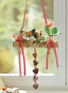 Arrangement in a clay pot with metal handles Dried Flower Wreaths, Dried Flowers, Fun Crafts, Diy And Crafts, Spring Home Decor, Diy Weihnachten, Woodworking Crafts, Vintage Decor, Mobiles