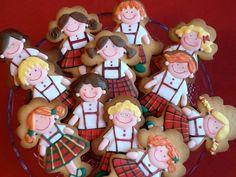 Cookies decoradas con glasa.  Niños personalizados de uniforme.