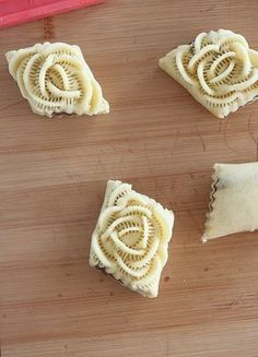 Lay your wig & create natural hairline💗 Arabic Dessert, Arabic Sweets, Arabic Food, Tart Recipes, Sweet Recipes, Dessert Recipes, Dessert Arabe, Sugar Cookie Icing, Decorated Cookies