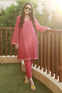 American rose karandi with floral embroideries paired with matching pants. Indian Fashion Modern, Indian Fashion Dresses, Pakistani Dresses Casual, Pakistani Suits, Punjabi Suits, Afghani Clothes, Casual Dress Outfits, Casual Wear, Fancy Dress Design