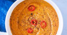 Samettinen kukkakaali-linssisosekeitto on ihanan pehmeä keittoherkku. Linssit tekevät keitosta tavallista sosekeittoa ruokaisamman ja kookosmaito tuo soppaan tä