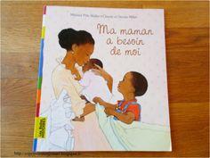 C'est une histoire que j'ai beaucoup lu lors de ma grossesse de ma mini. Ma maxi avait alors 20 mois et elle l'adorait ! Ce livre met en avant l'importance d'un grand pour une maman, mais il met aussi l'accent sur le fait que l'enfant peut continuer de vivre normalement même avec un bébé dans une maison. Pour les mamans allaitantes, il y a une image de la maman allaitant son bébé et je m'en suis servie pour faire comprendre à ma grande, que j'allais allaiter sa sœur comme elle (c'est… Baby Co, Baby Kids, Album Jeunesse, Afro Girl, Co Parenting, Cool Baby Stuff, Little Babies, Childrens Books, Parents