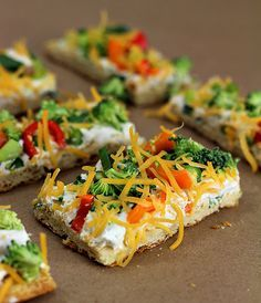 Healthy Snacks Easy Vegetable Pizza great for an afternoon or even a party! Super easy and YUMMY! - Easy Vegetable Pizza great for an afternoon or even a party! Super easy and YUMMY! Vegetable Pizza Recipes, Vegetarian Recipes, Cooking Recipes, Healthy Recipes, Vegtable Pizza, Cold Veggie Pizza, Vegetable Appetizers, Crescent Roll Veggie Pizza, Veggie Bars