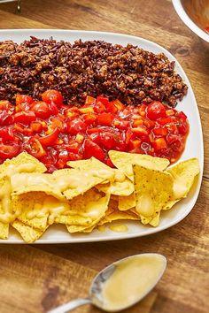 WM Nacho Bowl gefällig? Unsere Fußball Nacho-Platte im Deutschland Look ist der perfekte Snack für deinen Fußballabend! #wm #fußball #partysnack