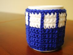 Crochet Tardis Mug Cozy - Doctor Who cup cozy by StringEnds on etsy! i wish i could crochet :( Crochet Coffee Cozy, Coffee Cup Cozy, Crochet Cozy, Diy Crochet, Crochet Crafts, Crochet Projects, Unique Crochet, Crochet Things, Crochet Ideas