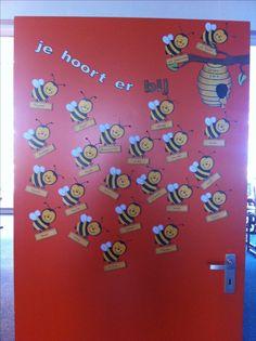 Je hoort er bij....  Op de deur van mijn klaslokaal. Goed voor de groepsvorming aan het begin van een schooljaar.