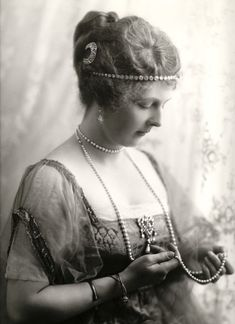 Alice of Albany, Princess of Teck, Countess of Athlone  Born: 1883  Daughter of: Leopold of Great Britain (1853-1884) & Helen of Waldeck-Pyrmont (1861-1922)  Married: Alexander of Teck (1874-1957)