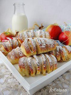 Ala piecze i gotuje: Drożdżówki z jabłkami Polish Recipes, Polish Food, Cookie Desserts, I Foods, Sweet Recipes, Tapas, Nutella, Delicious Desserts, Food And Drink
