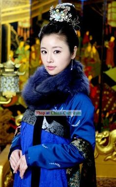 Chinese Tang Dynasty Empress Blue Clothing for Women I know this isn't a hanbok, but I would like this color scheme and styling on a hanbok. Oriental Fashion, Asian Fashion, Oriental Style, Chinese Fashion, Traditional Fashion, Traditional Dresses, Ancient China Clothing, Chinese Clothing, Chinese Dresses