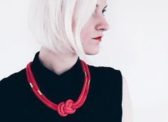 Rot & Gold  Geknotete Kordelkette mit Perlen in rot von ChezKristel  #Jewelry #handmade #hamburg #etsy #jewellery #necklace #bracelet #cotton  #etsyde #etsy #cuff #bangle #choker