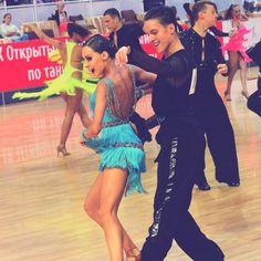 Продажа б/у платьев для бальных танцев