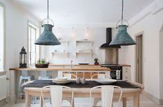 Resultado de imagen para lamparas para living y comedor cabaña de campo