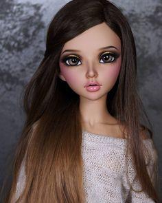 Finished face-up for Jannette.  Why Celine is always so beautiful??!!  Fairyland minifee Celine (tan skin).  Wig: @fantyfoo  Sweater: @aireedhelien - #minifees #minifeefaceup #minifee #mnfceline #bjd #bjds#balljointeddolls #balljointeddoll...