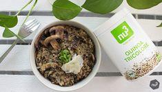 Quinotto - Risotto au quinoa & champignons - Le quinotto, vous connaissez ? C'est l'association ultra tendance du quinoa cuit à la manière du risotto. Les avantages ? Beaucoup moins calorique que le risotto classique, plus léger pour l'estomac et tout aussi savoureux. La version vegan de notre risotto de quinoa maison est tout simplement