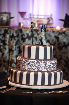 Corpse Bride Wedding Cake..I don't know why, but I really like the cakes like this...maybe because everyone says that marriage is the death of you or is it til death do you part. :D haha