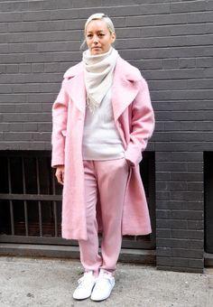 с чем носить розовое пальто оверсайз - Recherche Google