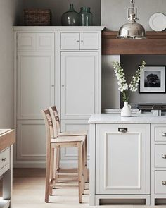 Meet Chichester: a classic kitchen design, made with proper joinery, natural materials and a painted finish in your choice of over 28 colours. Shaker Style Kitchens, Farmhouse Style Kitchen, New Kitchen, Kitchen Decor, Kitchen Ideas, Cozy Kitchen, Shaker Kitchen, Farmhouse Kitchens, Kitchen Styling