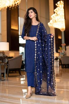 Stylish Dress Designs, Stylish Dresses, Dress Indian Style, Indian Dresses, Indian Wear, Western Dresses, Pakistani Outfits, Indian Outfits, Net Dresses Pakistani