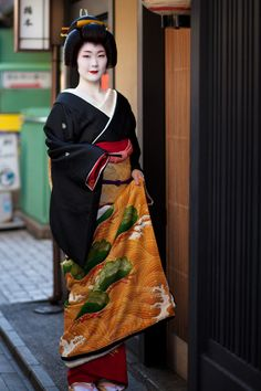"""oiran-geisha: """"The geiko Ayano of Pontocho the day of her erikae in December 2012. The perfection. (Source) """""""