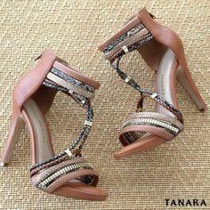 Você descobre que é viciada em sapatos quando já tem uma sapateira cheia e sempre acha espaço pra um parzinho novo.