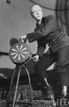 Employee at Hotel Kämp sounding the air raid siren in Helsinki during the Winter War.
