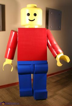 Mac: Here is a 7 ft tall( and as close to scale as possible) Classic Lego Man as created by Mac. Mac says that he made the man mostly from cardboard,. Lego Man Halloween Costume, Lego Man Costumes, Adult Costumes, Halloween 2013, Halloween Ideas, Costume Works, Doll Costume, Transformers, Maker Fun Factory Vbs