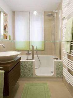 kleine Bäder, barrierefreie Badewanne, Foto: Aqua Cultura / Hans Schramm GmbH & Co KG Source by The Small Bathroom With Bath, Bathtubs For Small Bathrooms, Small Bathroom Interior, Bathroom Tub Shower, Mold In Bathroom, Tub Shower Combo, Modern Bathroom Design, Narrow Bathroom, Bathroom Ideas