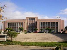 O aeroporto Yuri Gagarin entrou em funcionamento na sexta-feira, anunciou no Namibe o presidente do conselho de administração da Empresa Nacional de Navegação Aérea (ENANA), Eugénio Manuel Ceita. A inauguração oficial está marcada para terça-feira.