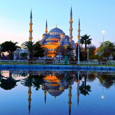 Sultanahmet Camii: Blue Mosque, Istanbul perfect photo of this Ottoman Masterpiece from the 15th century