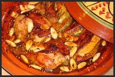 Deze tajine moet je echt een keer proberen, een heerlijke kruidige en zoete smaak mmmm. Ik serveer hem met couscous met amandelschaafsel...