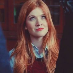 I don't watch Shadowhunters (mostly because I think it is probably trash) but Kat looks like the perfect Clary. Great casting at least appearance wise; I haven't seen very much of Kat's work to know if she's a good actress or not. Brown To Red Ombre, Plain Girl, Tumbrl Girls, Red Heads Women, Katherine Mcnamara, Caroline Forbes, Beautiful Redhead, Best Actress, Freckles