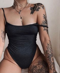 Girl Tattoos 10413 Body Painting and tattoos Posted by Sifu Derek Frearson Neue Tattoos, Hot Tattoos, Body Art Tattoos, Sleeve Tattoos, Tattos, Female Tattoos, Tattoo Girls, Girl Tattoos, Tattoos For Women