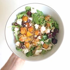 Get that sweet roasted squash and beet mixed in with the tart feta and your working lunches are going to be something to look forward to! Beetroot And Feta Salad, Vegetable Stock Cubes, Real Food Recipes, Healthy Recipes, Roasted Squash, How To Cook Quinoa, Calorie Diet, Tray Bakes, Beets