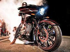A americana Victory, integrante do grupo Polaris, apresentou a Magnum X-1 nos Estados Unidos. O modelo possui motor bicilíndrico de 1.731 cc para um peso total de 345 kg, além de um visual b...