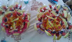 Spiedini di frutta estiva.