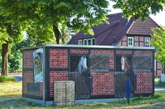 Art-EFX-Trafostation als Pferdestall, #artefx, #murals, #muralpainting, #streetart, #graffitiauftrag, #substation, #illusionsmalerei, #horses