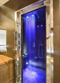 Beleuchtete Dusche.