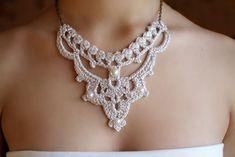 Collar boda tejido a crochet. Diseño original de DIDIcrochet, €21.00 #wedding #WeddingNecklace #BridalNecklace #BridalJewelry #WeddingJewelry #bridal #JewelryFashion #fashion #crochet #CrochetJewelry #CrochetFashion #HandmadeJewelry #victorian #VictorianJewelry #VictorianNecklace